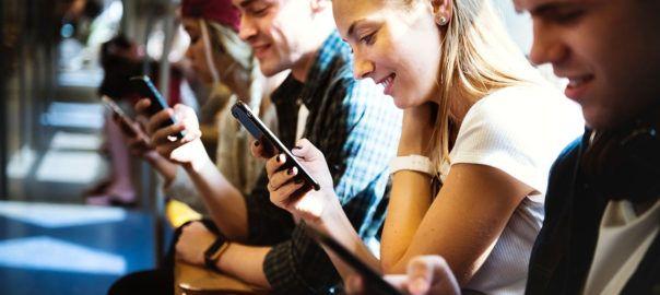 phone users 2 604x270 - Społeczeństwo obrazkowe